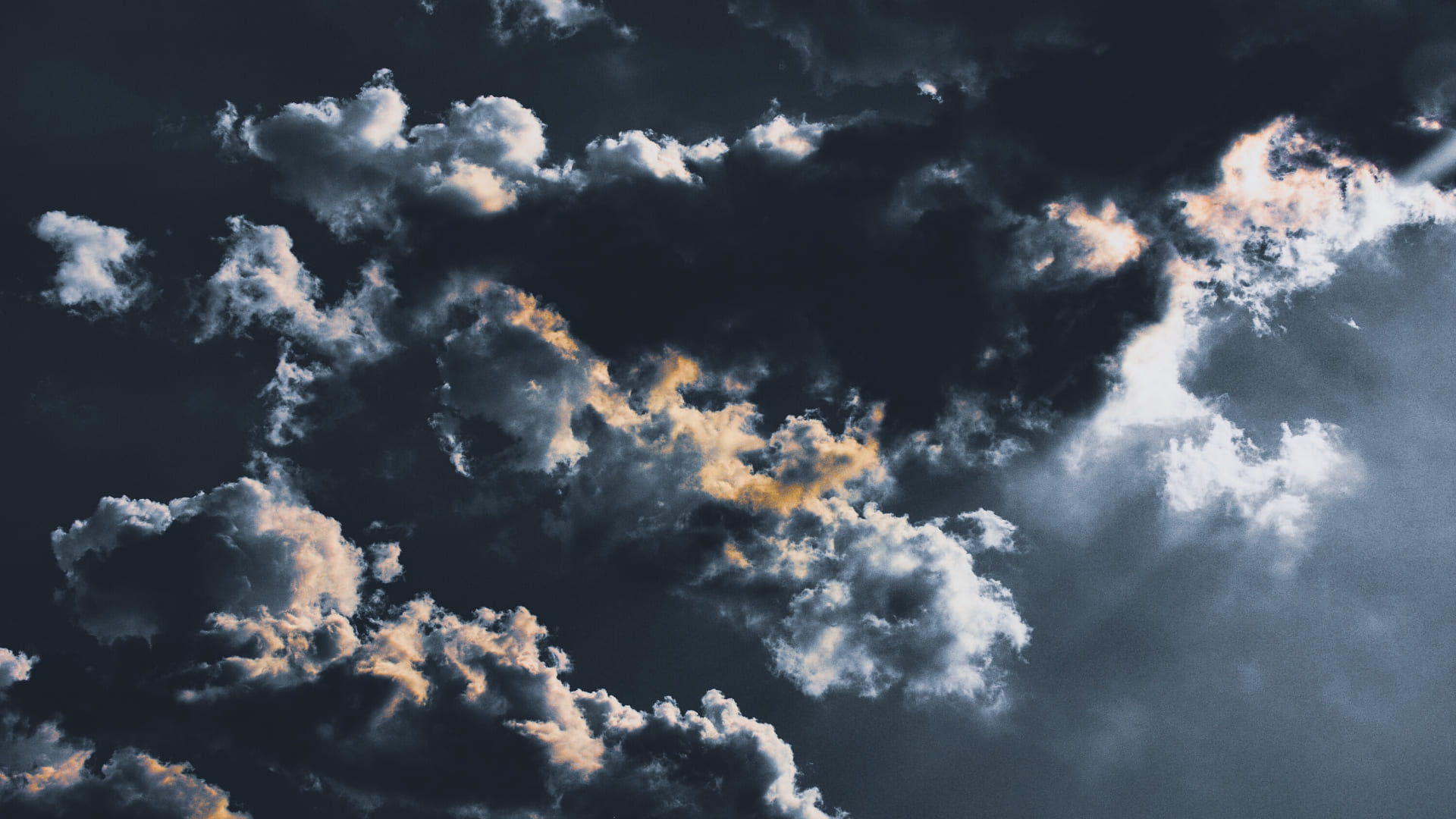 Cloudy sky pic