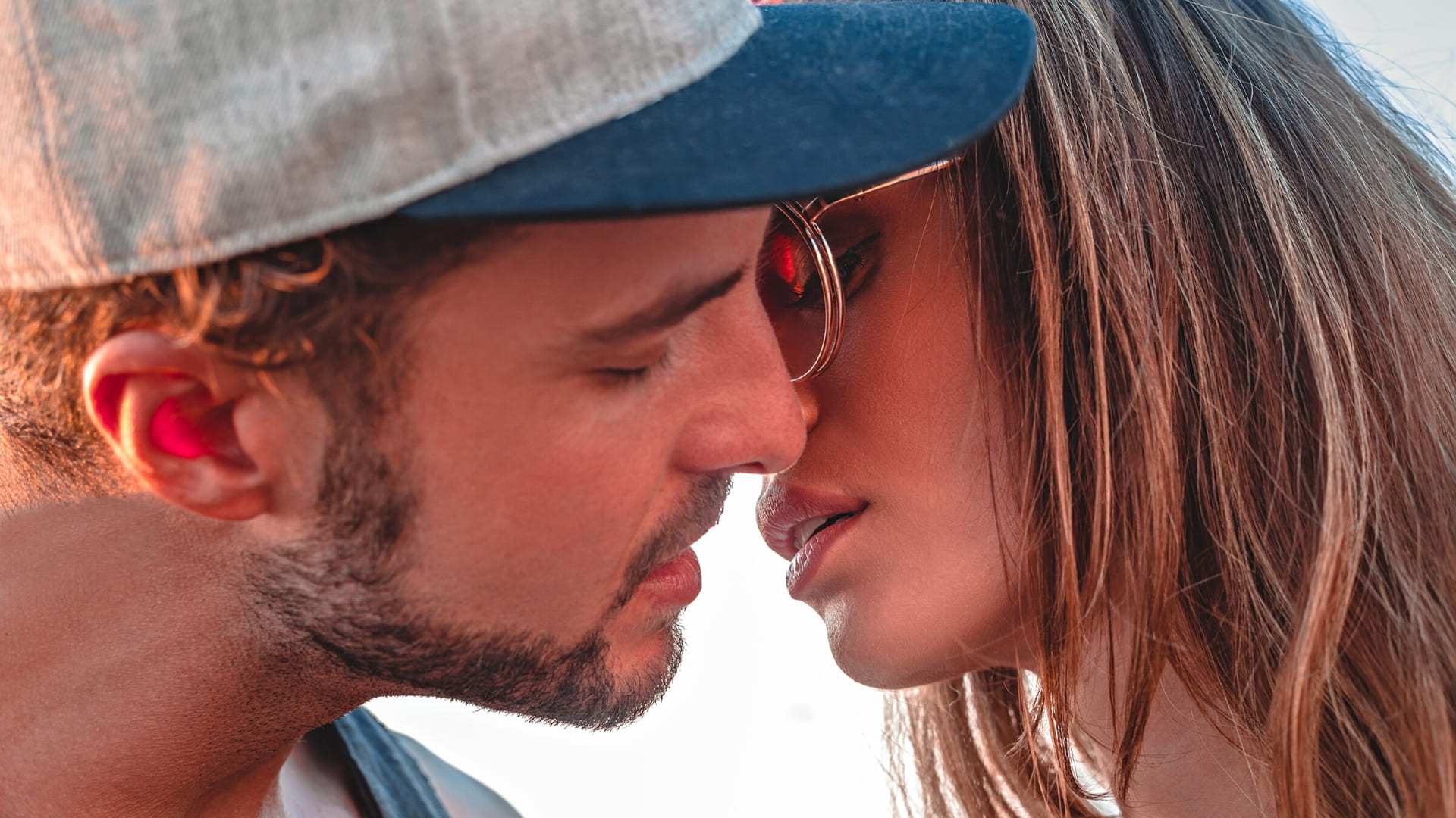 Kissing seen images